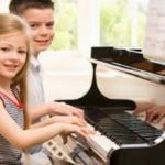 Nên cho bé học đàn Piano hay đàn Organ
