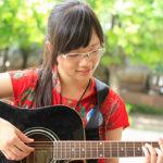 Có nên tự học đàn guitar hay cần phải đến lớp