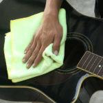 Hướng dẫn vệ sinh đàn guitar đúng cách