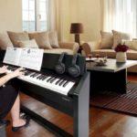 Người mới học đàn piano nên mua piano cơ hay điện?