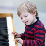 Hướng dẫn luyện ngón tay khi học Piano mà không cần đàn