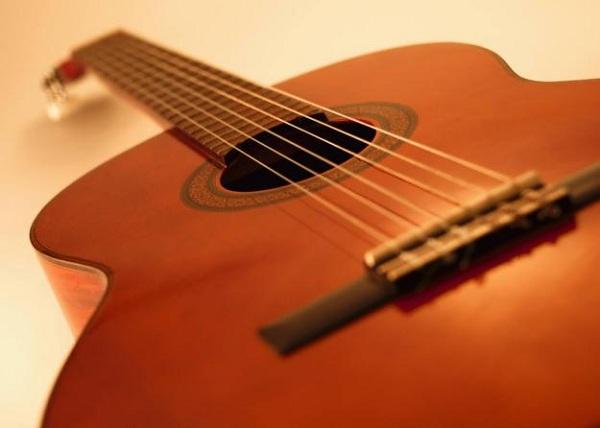 Tránh những sai lầm thường mắc phải khi học bấm hợp âm đàn guitar