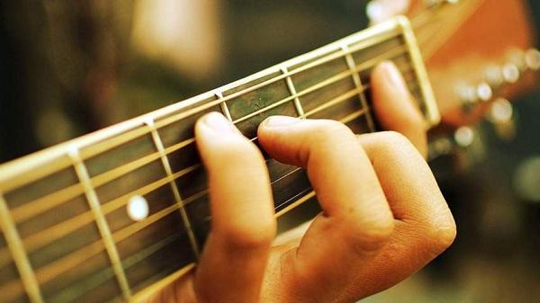 Kinh nghiệm giảm đau tay khi học chơi guitar