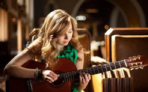 Học đàn guitar đệm ở đâu uy tín?