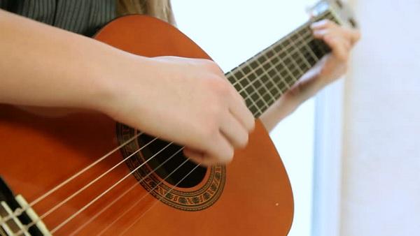 Khóa học guitar chất lượng là như thế nào?