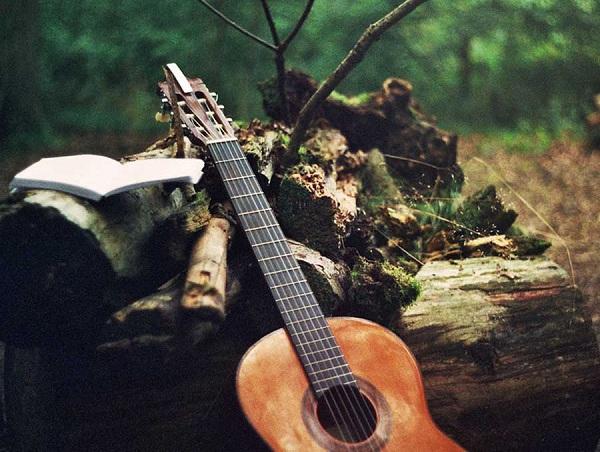 Người lớn tuổi có nên học đàn guitar?