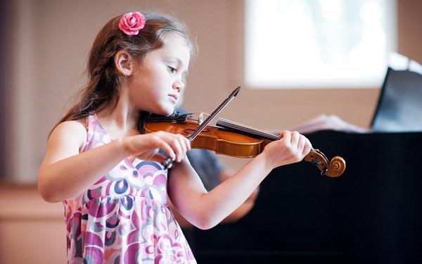 Nên học đàn guirtar hay violin?